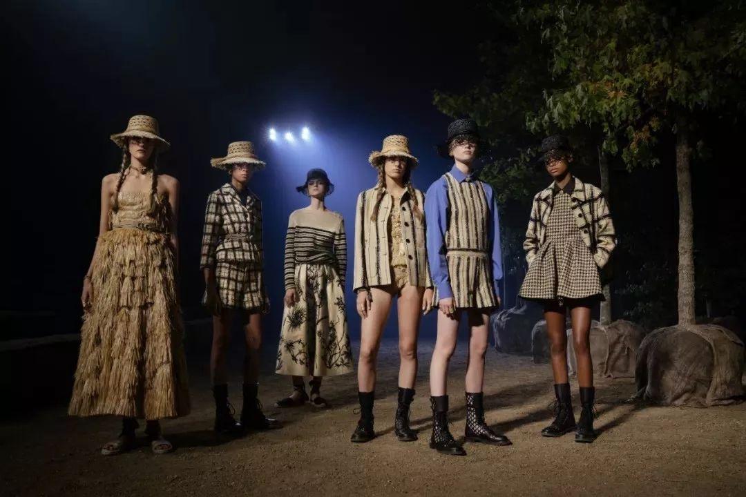 趋势 | 时而清新,时而优雅,本次的巴黎时装周承包了一整年的衣柜!